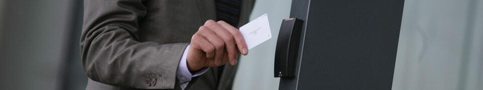 Anwendungen Plastikkarten, Chipkarten, Zutrittskontrolle, Zugangskontrolle, Kartenleser und Kartenlesegeräte von HID Global bei YouCard