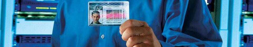 Ausweiskarten, Zutrittskontrolle mit Plastikkarten und Ausweisen mit Hologramm als hologrammkarte