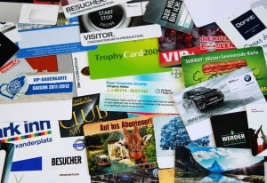 Diverse Visitenkarten aus Plastik